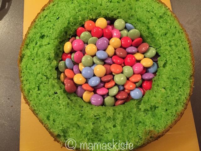 Pinata Kuchen gefüllt