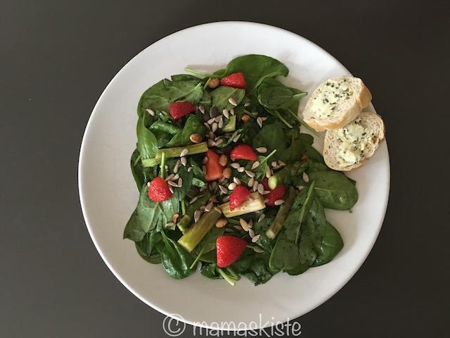 Salat Spargel und Erdbeeren Beitragsbild