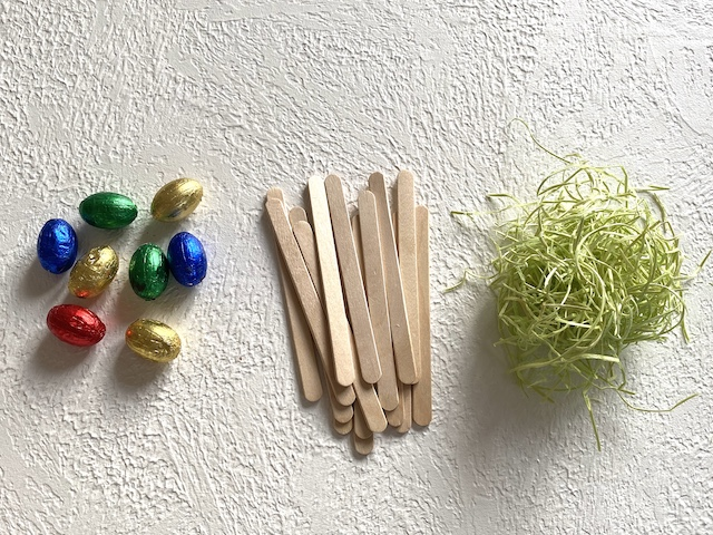 Osterkörbchen aus Eisstielen